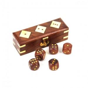 Игровые кости в деревянном футляре 1650
