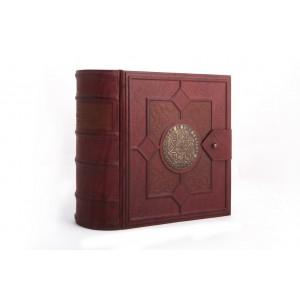 Книга бар (дерево, кожаная отделка, хрусталь)