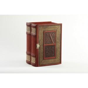Книга-бар (дерево, кожа, хрустальный штоф)