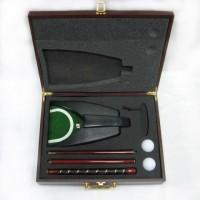 Набор для игры в гольф (деревянный футляр с механической ловушкой, цвет красного дерева)