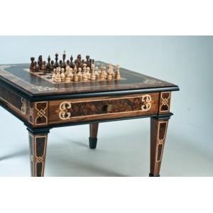 Элитные шахматы. Стол массив черешни, маркетри-орех. Художественная резьба.
