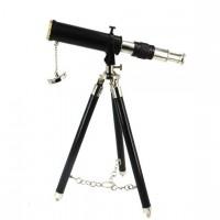 Телескоп с треногой