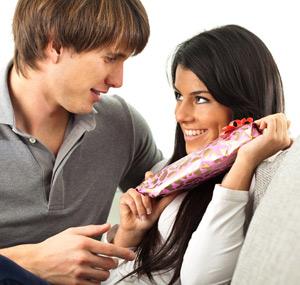 Почему мужчины и женщины дарят подарки